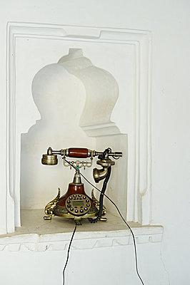 Altes Telefon mit Wählscheibe - p1259m1111478 von J.-P. Westermann