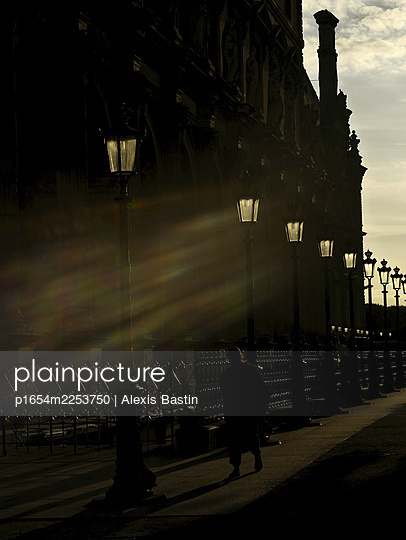 Paris, Street scene  - p1654m2253750 by Alexis Bastin
