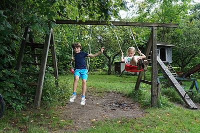 The swing - p1610m2291484 by myriam tirler