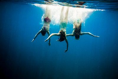 Croatia, Brac, Sumartin, Three girls under water - p300m911142f by Dieter Schewig