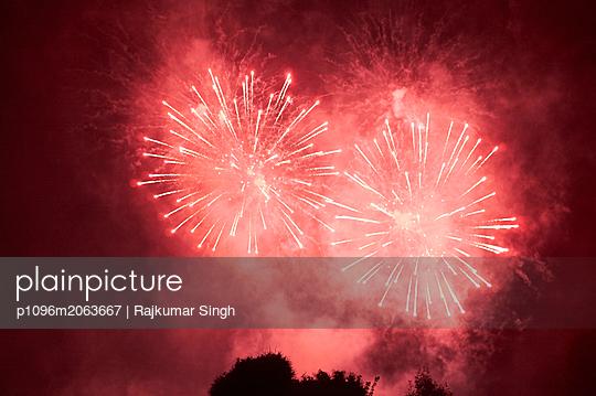 Feuerwerk in der Normandie - p1096m2063667 von Rajkumar Singh