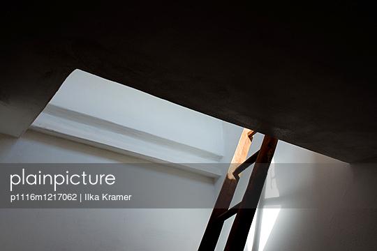 Leiter zum Dachboden - p1116m1217062 von Ilka Kramer