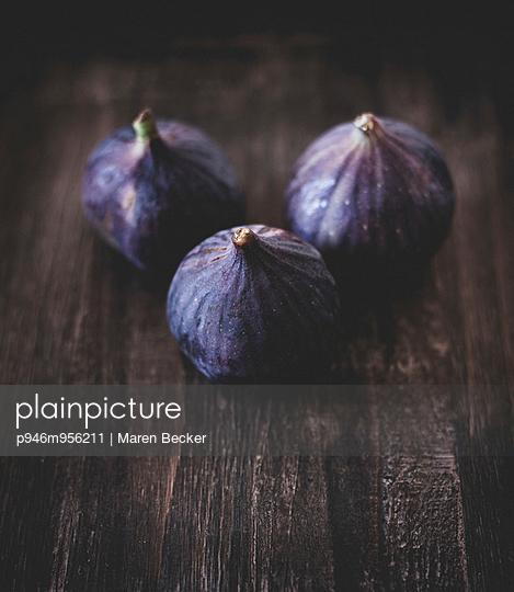 Figs - p946m956211 by Maren Becker
