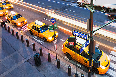 High angled view of yellow cabs in a row at  pedestrian crossing New York City, USA - p924m805838f by Ditto