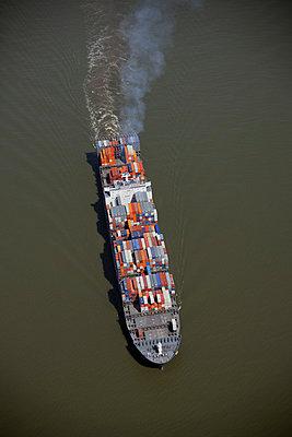 Containerschiff vor Brunsbüttel - p1016m741950 von Jochen Knobloch