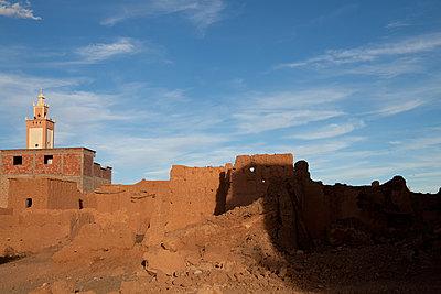 Minarett am Land, Marokko - p1356m1540092 von Markus Rauchenwald