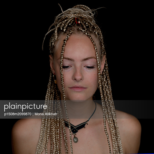 Young woman with dreadlocks - p1508m2099870 by Mona Alikhah