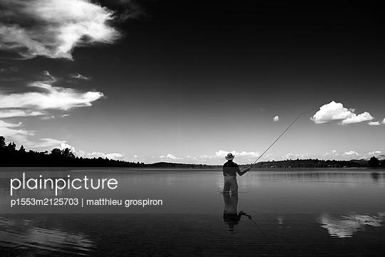 Einsamer Angler - p1553m2125703 von matthieu grospiron