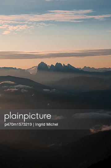 Blick vom Latzfonserkreuz auf die Dolomiten - p470m1573219 von Ingrid Michel