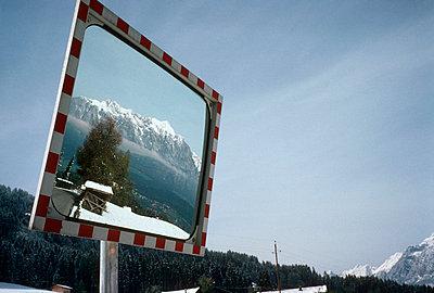Österreich, Tirol, Verkehrsspiegel - p2680367 von M. Frank