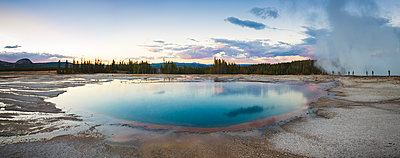 USA, Wyoming, Yellowstone National Park, Grand Prismatic Spring - p300m1449831 by Maria Elena Pueyo Ruiz