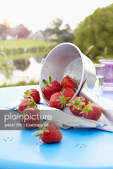 Erdbeerenernte - p4641795 von Elektrons 08
