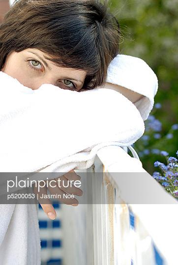 Morgens auf dem Balkon - p5200053 von Jasmin Noé