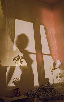 Shadow of a young woman - p956m1128205 by Anna Quinn