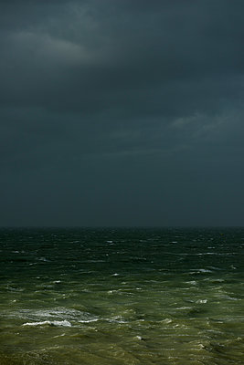Thunderclouds at the seaside - p1132m1424053 by Mischa Keijser