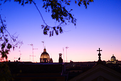 View of St. Peter's Basilica at dusk, Rome - p1600m2175110 by Ole Spata