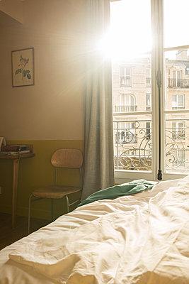 Hotelzimmer in Paris - p948m1465491 von Sibylle Pietrek