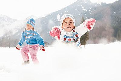 Kinder im Schnee - p1360m1214318 von Wolfgang Zlodej