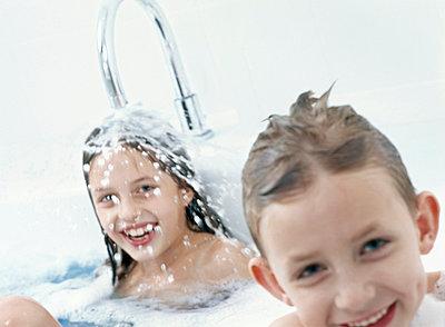Kinder in der Wanne - p2685406 von icon art