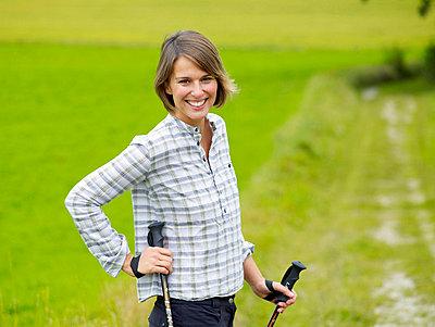 Frau beim Nordic Walking  - p6430103 von senior images