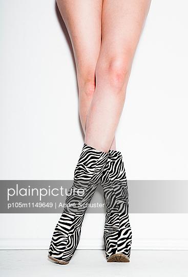 Schuhe mit Zebra-Muster - p105m1149649 von André Schuster