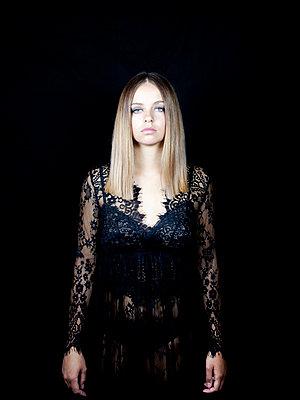 Woman wearing lace dress - p1105m2115300 by Virginie Plauchut