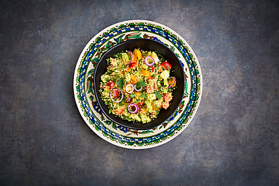 Tabbouleh made of couscous, tomatoes, red onions, cucumber, parsley and mint - p300m2005510 von Larissa Veronesi