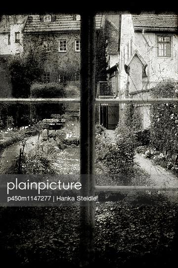 Blick aus dem Fenster    - p450m1147277 von Hanka Steidle