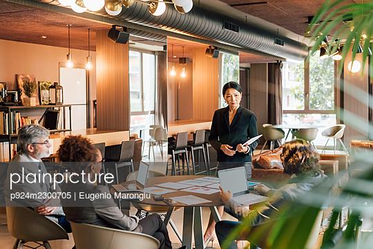 Italy, Business people having meeting in creative studio - p924m2300705 by Eugenio Marongiu
