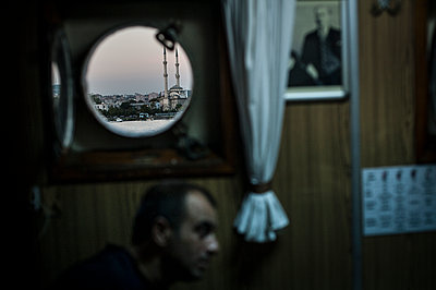Mosque through a rounded boat window - p1007m1134871 by Tilby Vattard
