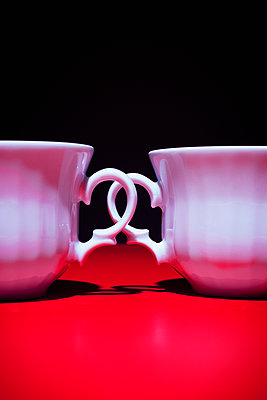 Two coffee cups - p1149m2027191 by Yvonne Röder