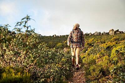 Spain, Andalusia, Tarifa, man on a hiking trip walking on a trail - p300m2080887 by Sebastian Kanzler