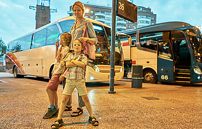 Mother and sons at bus station, Montevideo, Uruguay, South America - p429m1519595 by Stephen Lux