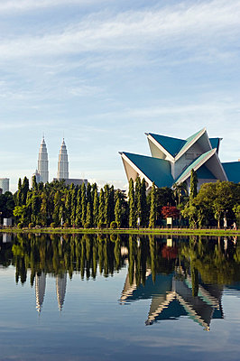South East Asia, Malaysia, Kuala Lumpur, Petronas Towers and Istana Budaya National Theatre, Lake Titiwangsa - p6521208 by Christian Kober