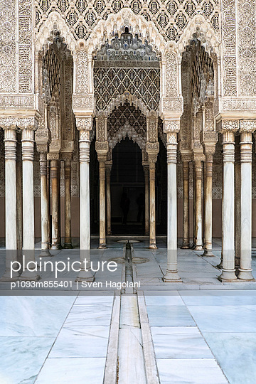 alhambra - Court of the lions - p1093m855401 by Sven Hagolani