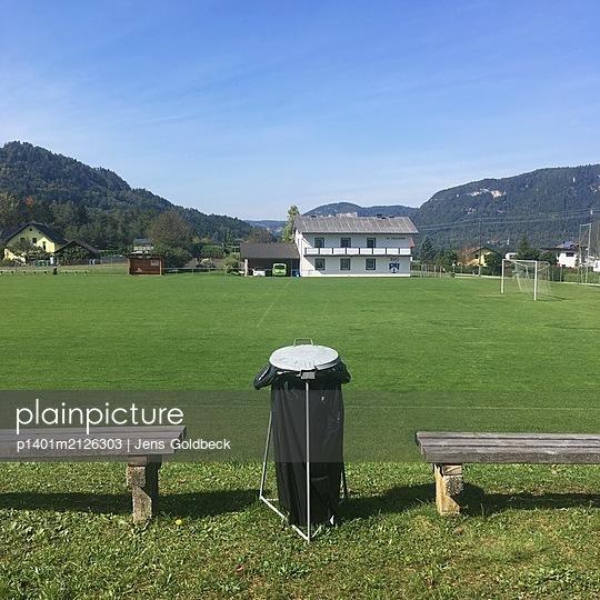 Verlassener Fußballplatz - p1401m2126303 von Jens Goldbeck