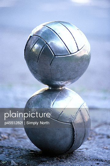 A metal sculpture of two handballs on top of each other, Sweden.