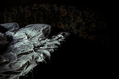 Bett - p1457m1514813 von Katrin Saalfrank