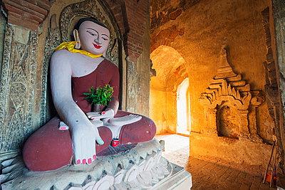 Buddha statue in temple, Bagan (Pagan), Myanmar (Burma), Asia - p871m947375 by Christian Kober