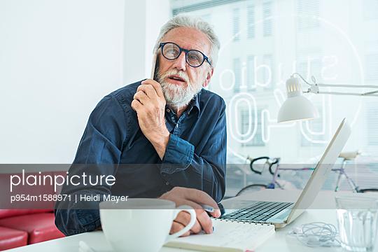 Verhandlung III - p954m1588971 von Heidi Mayer
