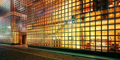House made of glass bricks, illuminated - p4737733f by STOCK4B-RF