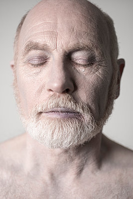 Old man with bare shoulders with one tear in his eye. - p1433m1586217 by Wolf Kettler