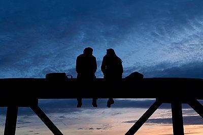 Sunset on the blue bridge in Freiburg - p470m2082316 by Ingrid Michel