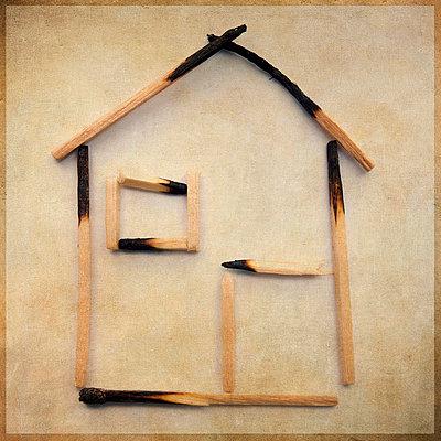 Burnt house - p8130499 by B.Jaubert