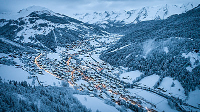 France, Le Grand Bornand in winter - p1007m2216602 by Tilby Vattard