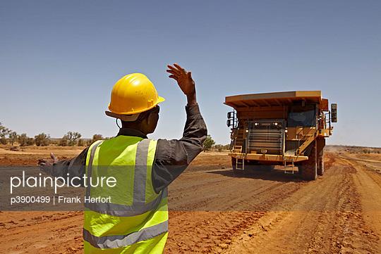 Minenarbeiter in Afrika - p3900499 von Frank Herfort