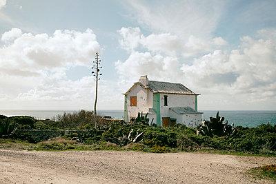 Kleines Haus an der Küste - p1190m1548238 von Sarah Eick