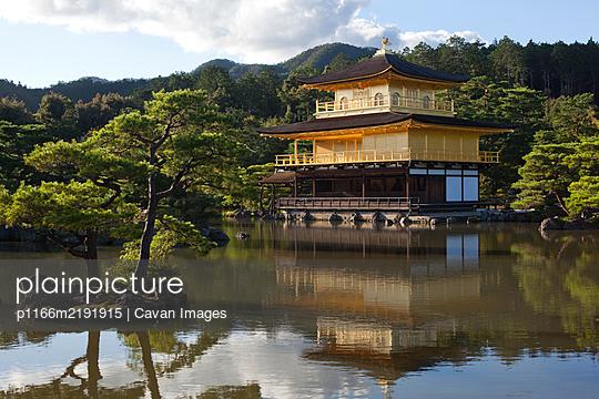 Kinkaku-ji temple (aka Golden Pavilion or Rokuon-ji) in Kyoto, Japan - p1166m2191915 by Cavan Images