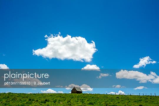 Abgelegener Bauernhof auf dem Land - p813m1159510 von B.Jaubert