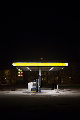 Sweden, Skane, Malmo, Ostra Hamnen, Gas station at night - p352m1142213 by Gustaf Emanuelsson